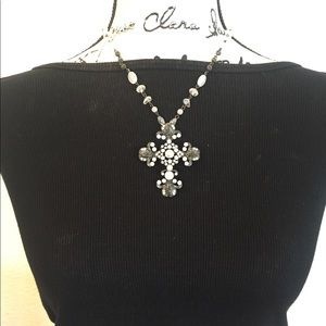 Jewelry - Beautiful new crystal detail cross necklace